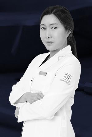 แพทย์หญิง คยองมุนกิ