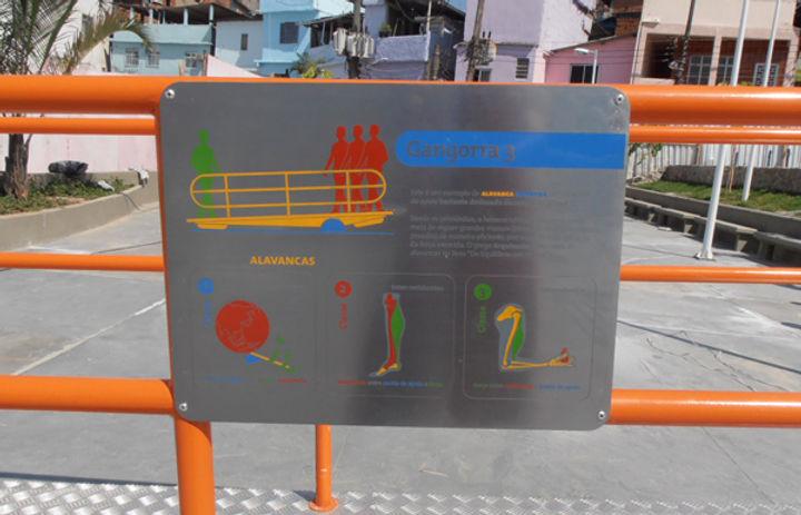Praça do Conhecimento - Alemão: Gangorra