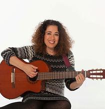 מירב והגיטרה מפעילה לגיל הרך מפגשים מוזיקליים התפתחותיים