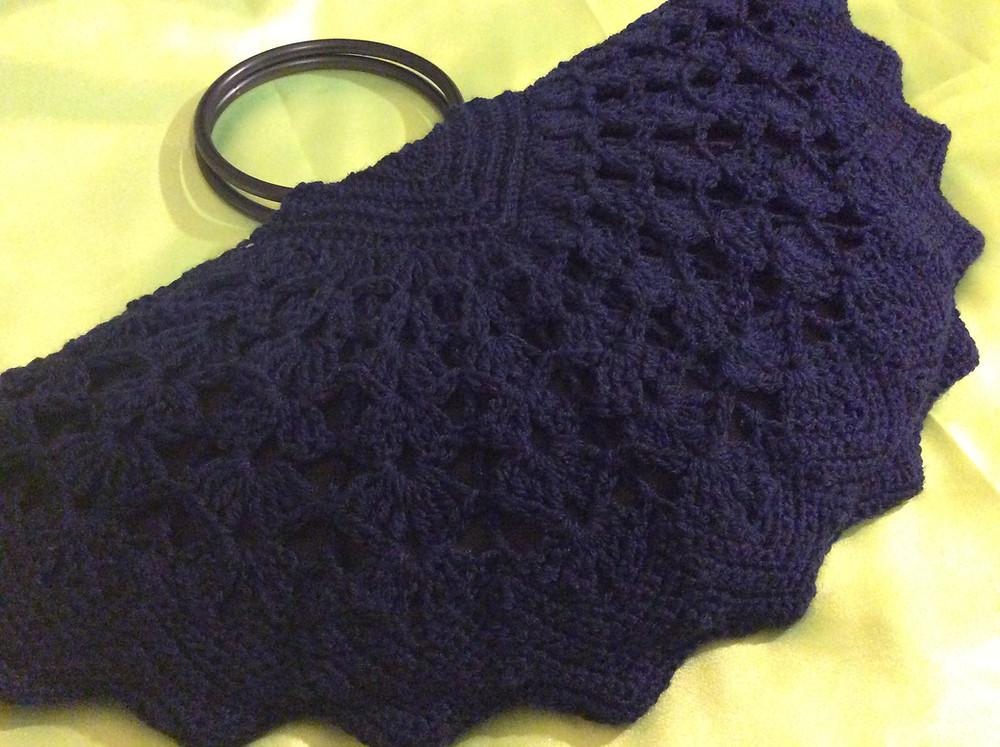 Crochet Clamshell Bag.