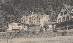 Braunwald - Alte Pension mit Anbau – Kurhaus Niederschlacht nach erstem Ausbau – Waschhaus