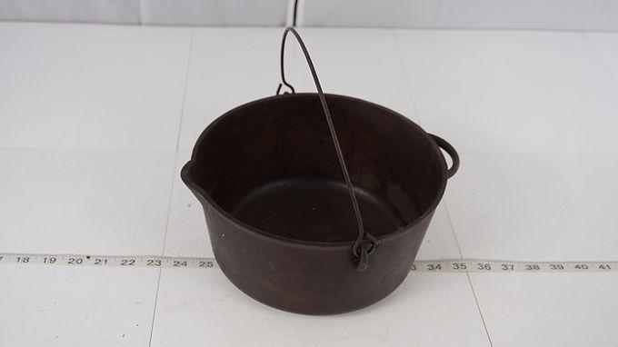 Cast Iron Pot - Vollrath Ware No 4