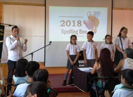 Concurso de Spelling Bee en los Quintos años