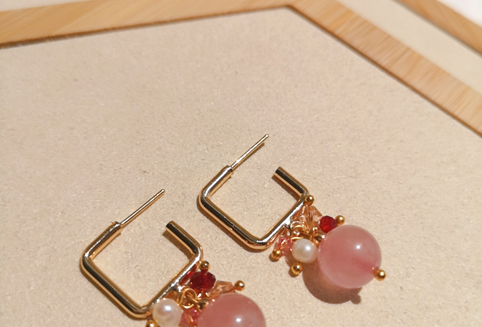 CRYSTAL EARRING: ✽ April - 4 ✽