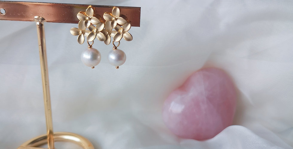 CRYSTAL EARRINGS: BLOSSOM - PEARL