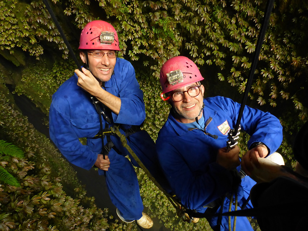 abseiling waitomo caves