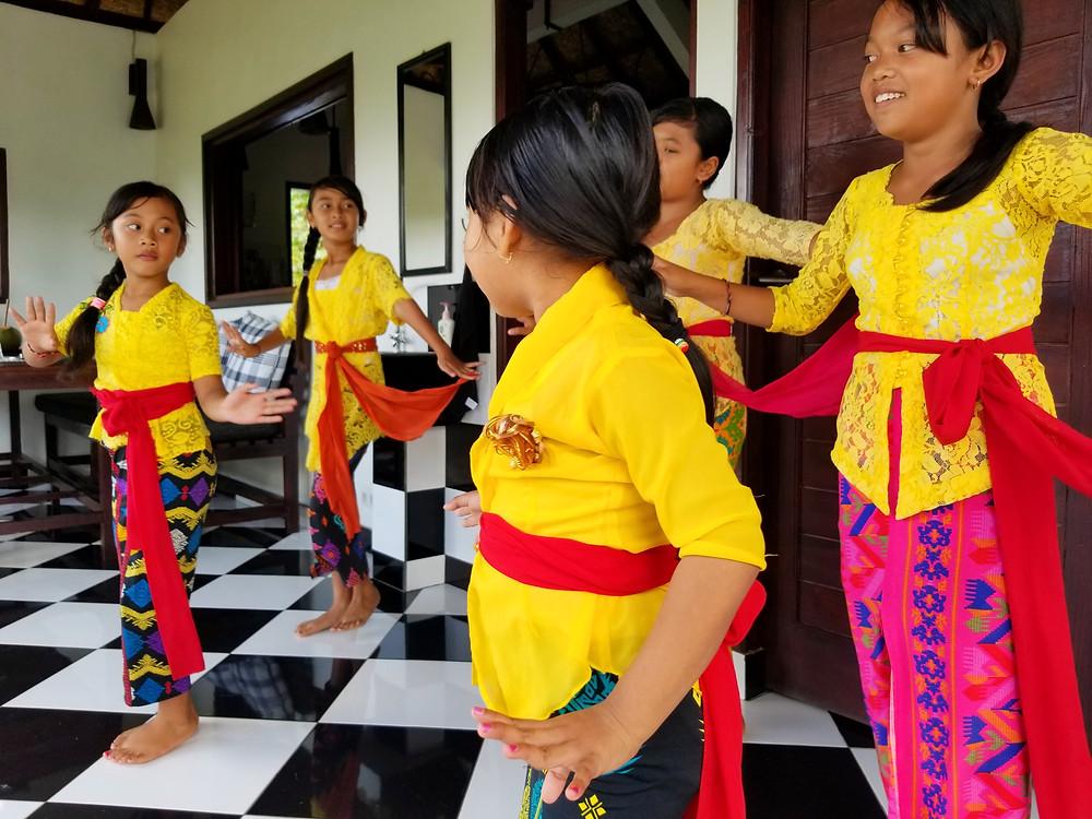 Angseri dancing girls