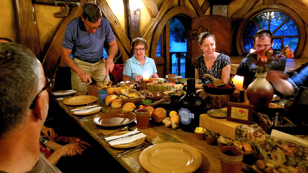 hobbiton green dragon inn feast