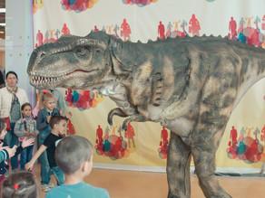 Динозавр в гостях у Капитольки