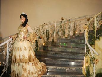 Bárbara Alencar bancou a princesa e comemorou seu aniversário com um baile imperial