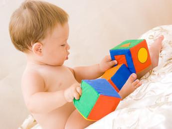 As melhores brincadeiras para cada fase do bebê