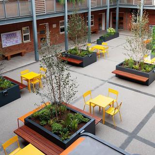 4. Fermob-Kingston Grammar School_Londre
