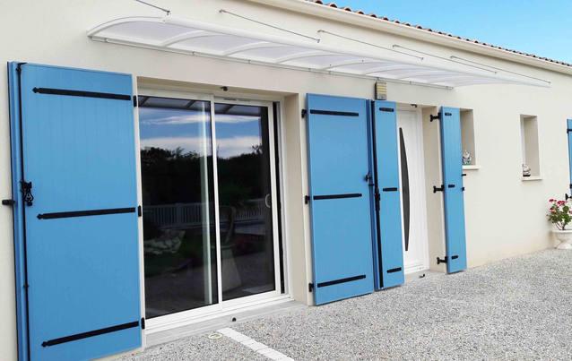 Pour abriter une baie vitrée et une porte