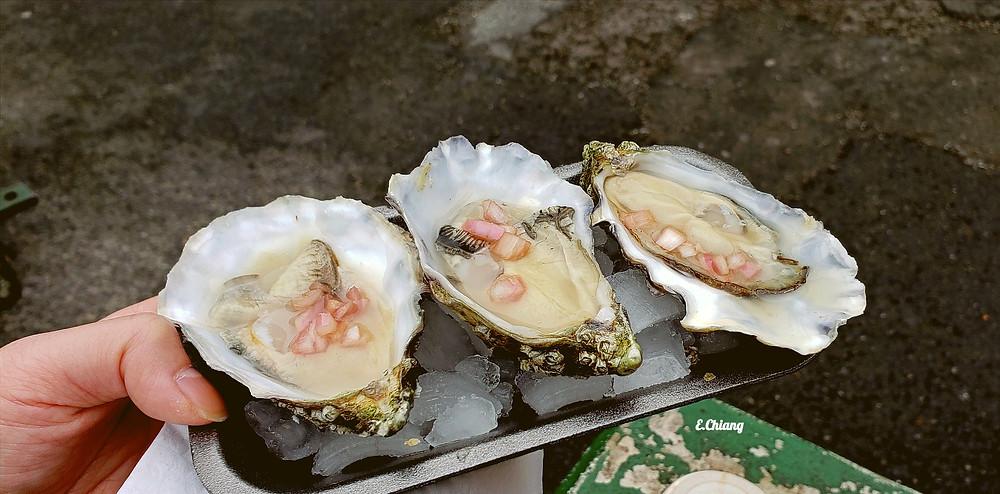 fresh half shell oysters