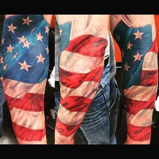 #inkjunkeyz #tattoo #tattoos #tattooartist #hammerstattoo #jameslockerart #americanflag #americanstyle #redwhiteandblue #patriotic #patriots