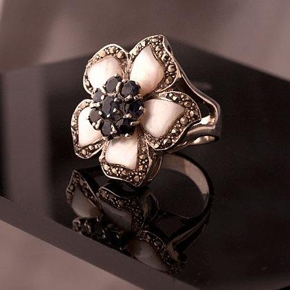 Anel Flor de Madreperola