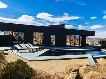 Современный дом в пустыне