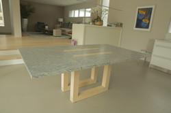 Table en granite et chêne