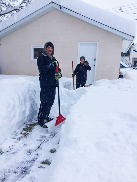snow clearing of a walkway