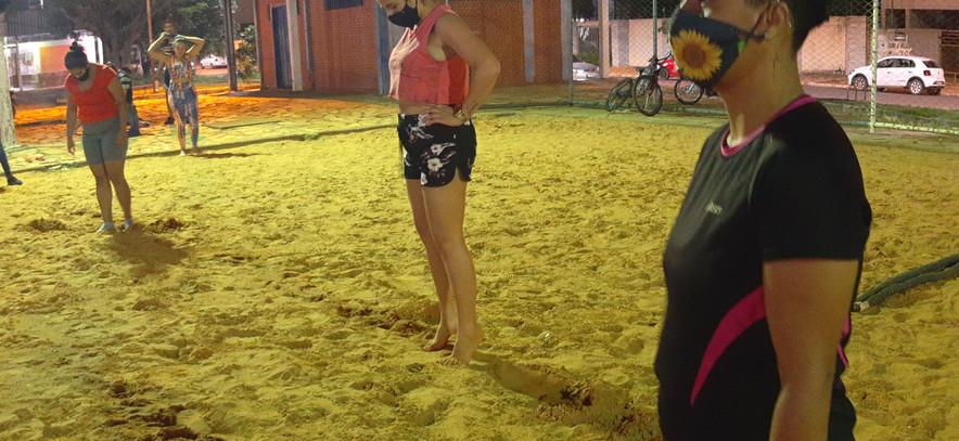 Mulheres na areia 04.jpg
