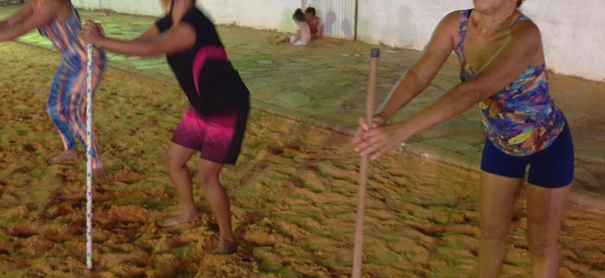 Mulheres na areia 09.jpg