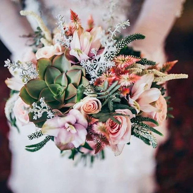 _chenlevi_photography #vladisbrideflowers ♡ 🖤 ♡ _Now on _myday_blog 🔝_📸 _shitzu__photographer _sasha.kozlov.jpg