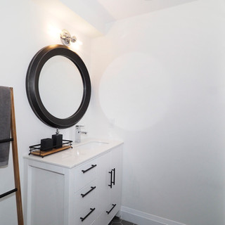 128 Lower bathroom.JPG