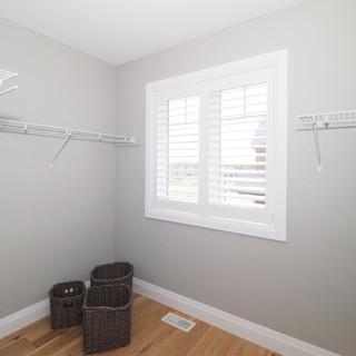 92 Walk-in closet.JPG