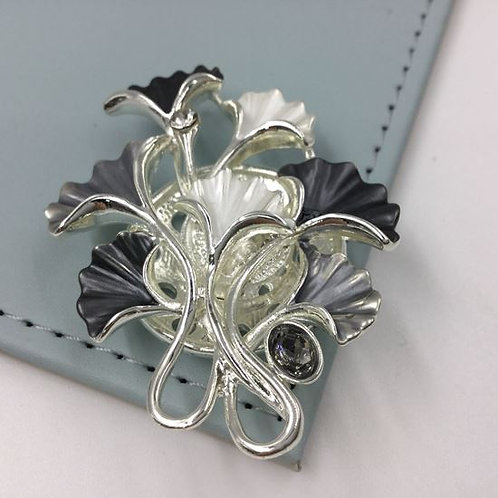 Bunch of  Lilys Magnetic Brooch Grey