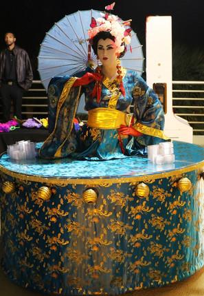 Geisha strolling table.JPG