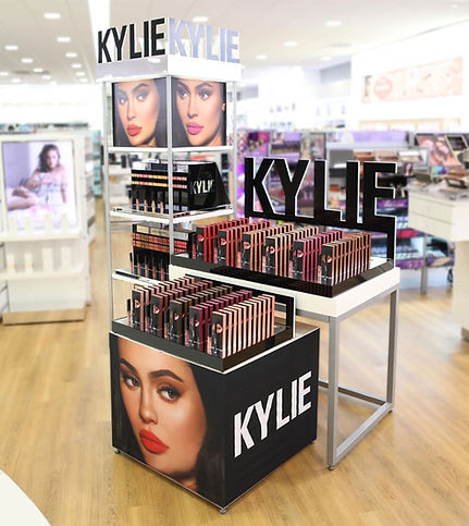 https___people.com_style_kylie-jenner-co