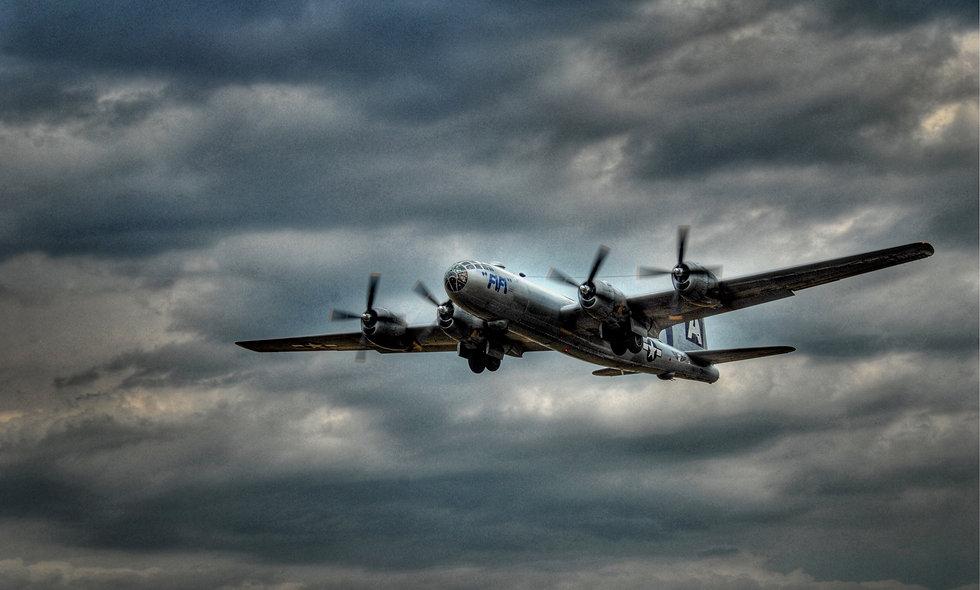 "FIFI B-29 ""Superfortress"" Landing 2"
