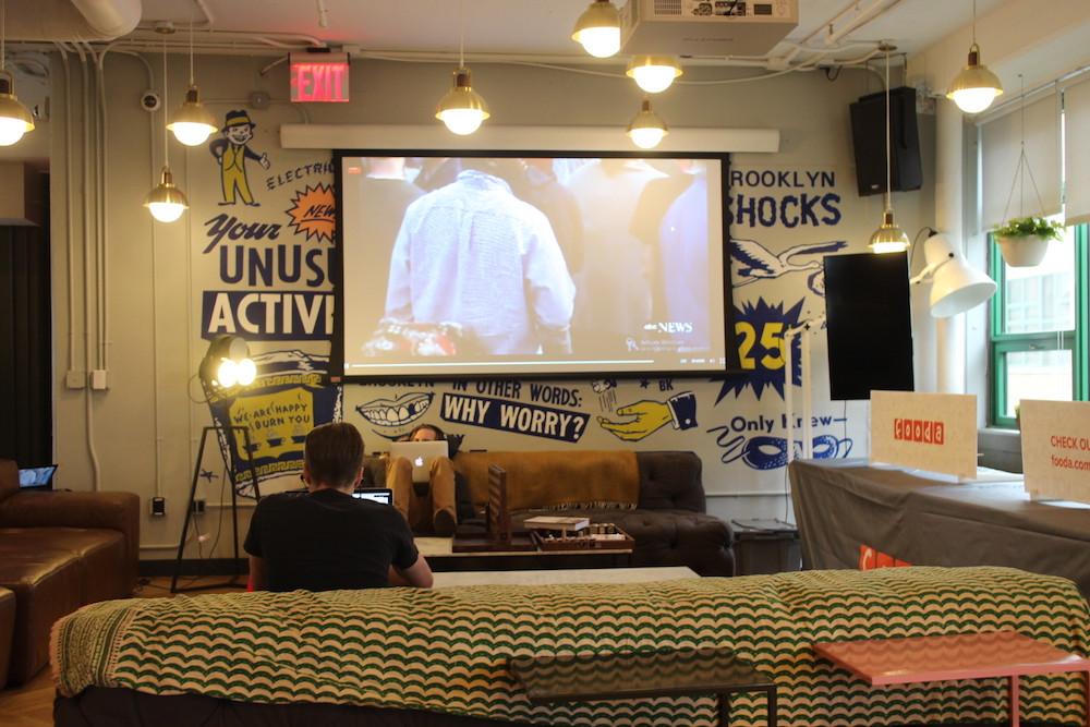 ニューヨークのブルックリンにあるコワーキングスペース。こんなカフェのような環境で日々新しいアイデアが生まれている。