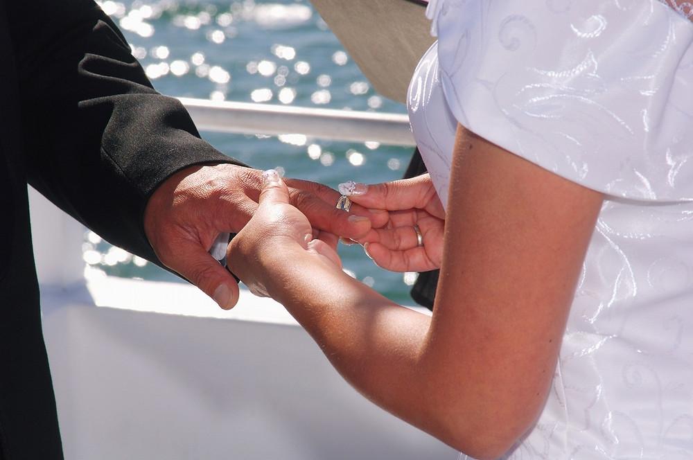 wedding.jpg 同姓がよければ同姓を、別姓を望むなら別姓を――選択的夫婦別姓制度は、当事者の事情にあわせて本人たちの意思で選択ができるもの
