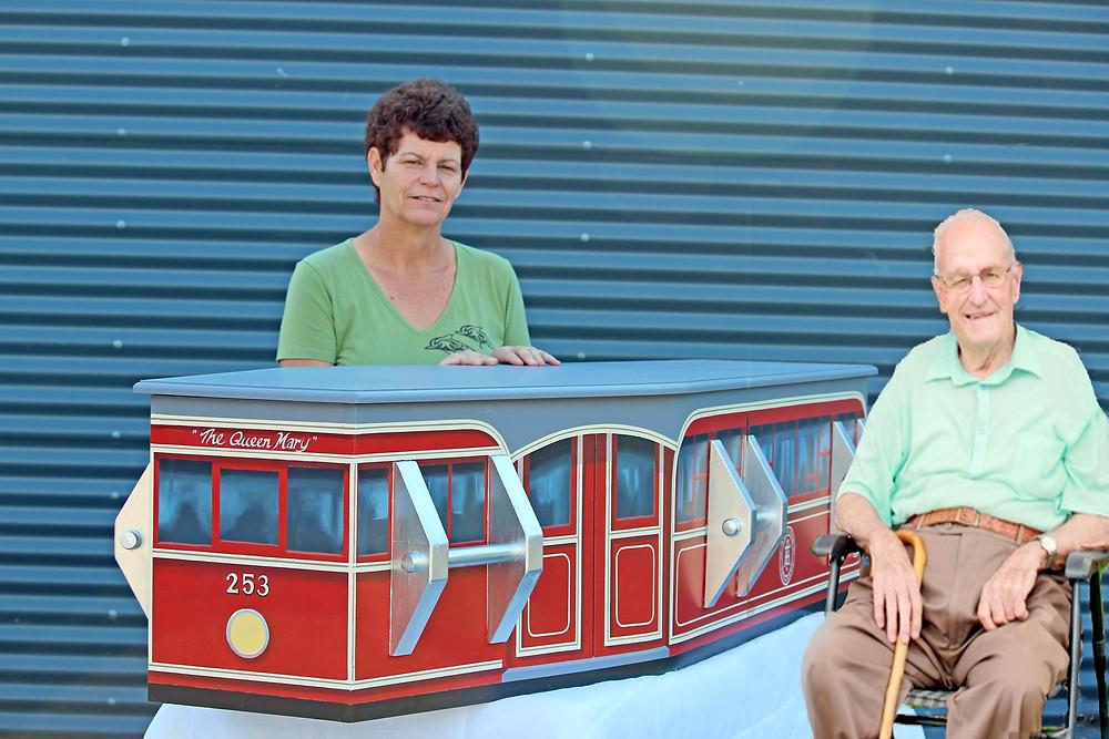 第2次大戦に従軍後、帰国してトラム(路面電車)の運転手を長年務めた人の棺(C)Kiwi Coffin Club  Rotorua