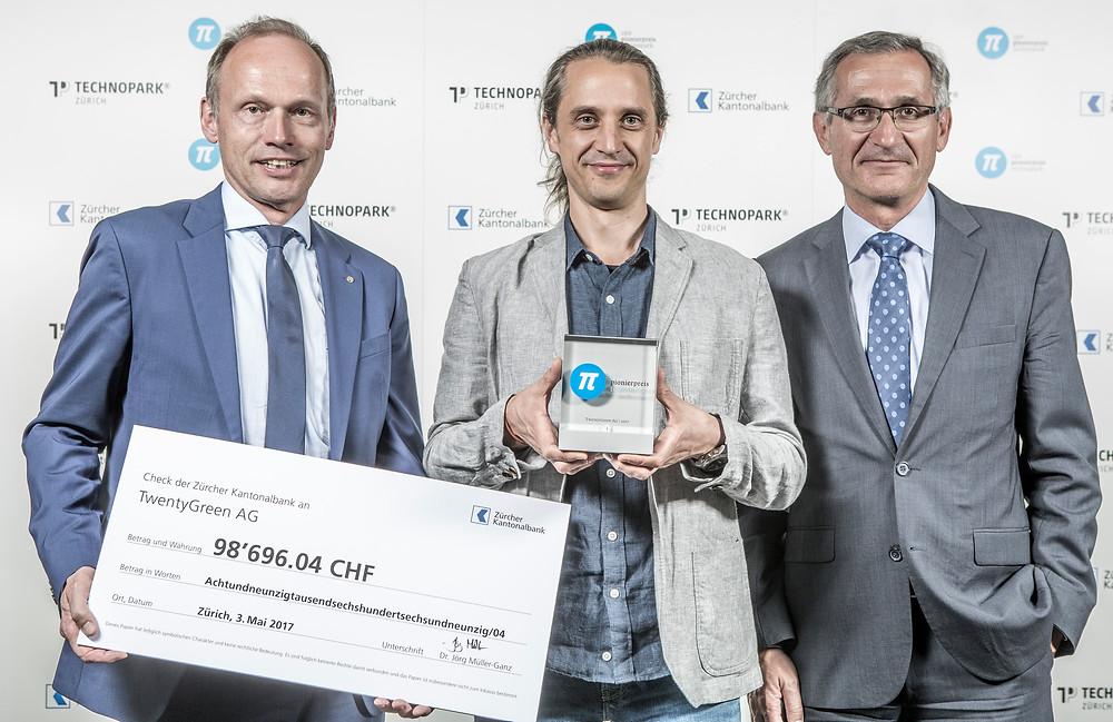 スタートアップのコンテストで優勝するなど注目を集めるサザーランドCEO(中央) ⓒStiftung TECHNOPARK Zürich