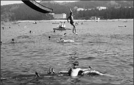 Прыжки в воду с водяной горки. Зенковский ПКиО. Прокопьевский район. 28.07.1985