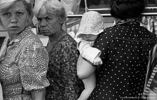 Люди в очереди. Новокузнецк, 1982