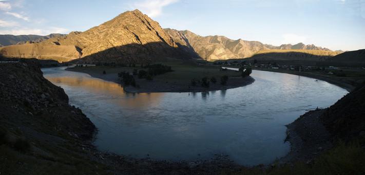 Река Чуя у села Яломан. Горный Алтай. 30.08.2010