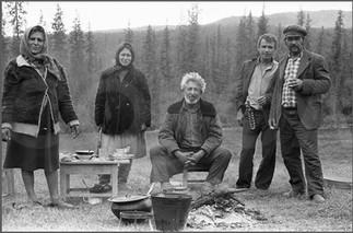 Две цыганские семьи и наемный работник