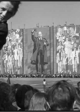 Портрет вождя на Дворцовой Площади.