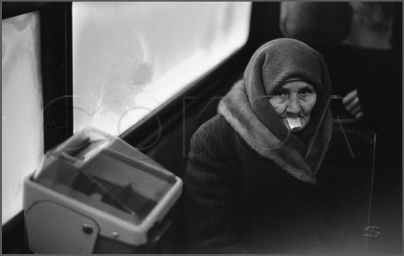 Контролер в автобусе, а руки заняты... Новокузнецк. 30.01.1989