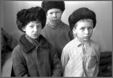 Групповой портрет в шапках-ушанках - Александры. 25.03.1987