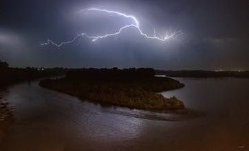 Жест Бога. Молния над островом Мамонтов. Новокузнецк. 14.07.2009