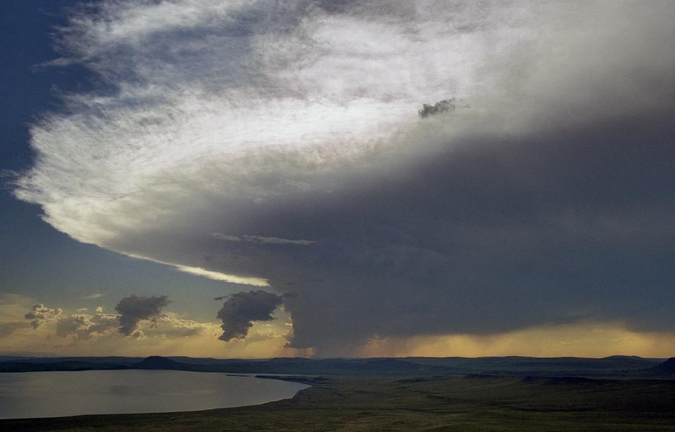 Грозовое облако над озером Белё. Хакасия. 26.07.2005