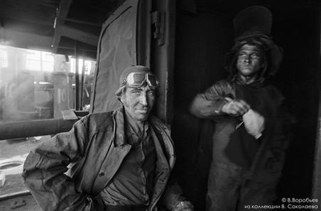 Машинист углезагрузочной машины. Коксовая батарея Кузнецкого металлургического комбината. Новокузнецк. 19780