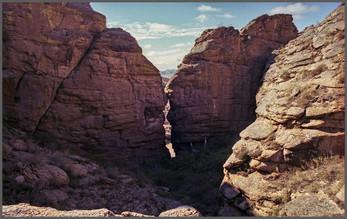 Поцелуй скал. Святилище горы Кежиге. Тыва. 6.09.2007