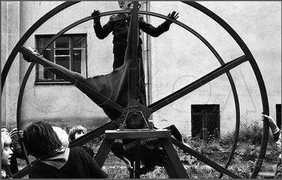 Испытание вестибулярного аппарата одноклассницы. Новокузнецк. 9.09.1983