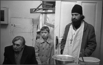 Мужчина, мальчик и священник - три поколения. 15.04.1985