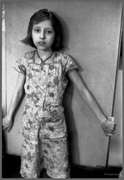 Юля - портрет с ключом от родительского дома. 19.03.1987